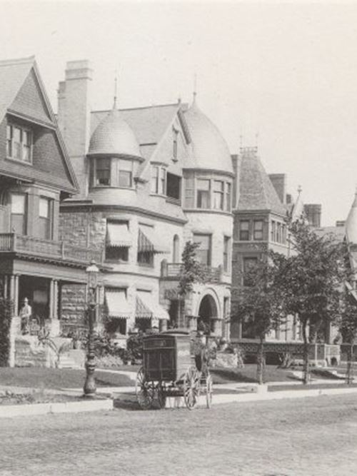 Milwaukee's Gold Coast: Mansions of Prospect Avenue