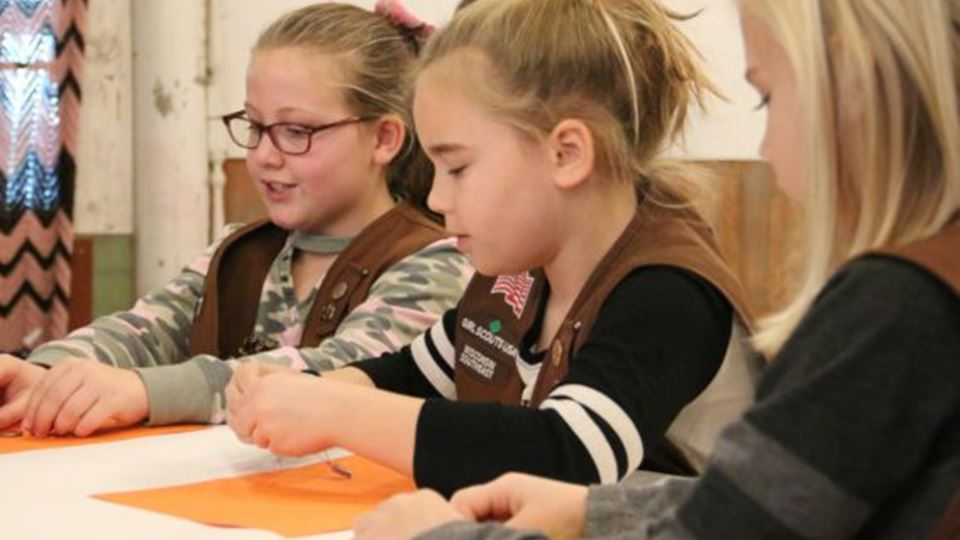 Daisy Badge Workshop – What Robots Do, How Robots Move and Design a Robot