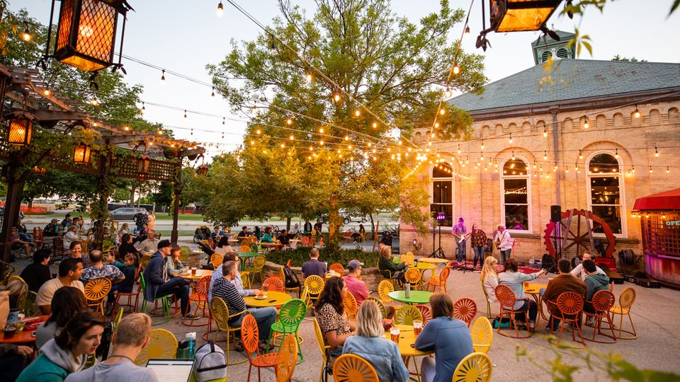 Outdoor Dining Options